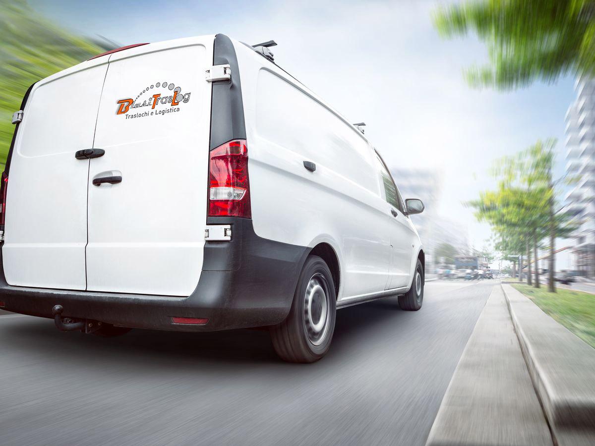 noleggio-furgone-con-conducente-roma-02